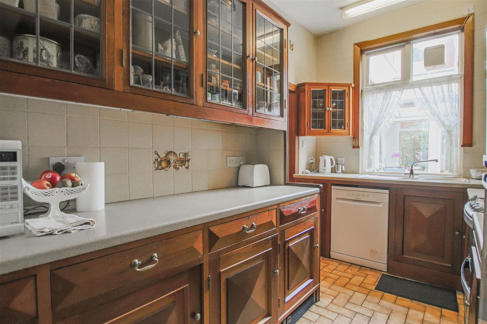 5 Bedroom Detached House For Sale - 12.JPG